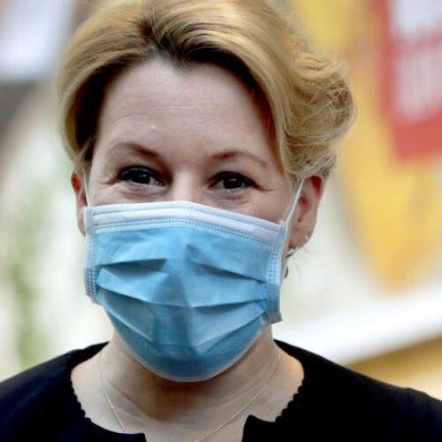 Καθηγητής Πνευμονολογίας: 13 φορές πιθανότερο να νοσήσουμε με υφασμάτινη μάσκα (video)