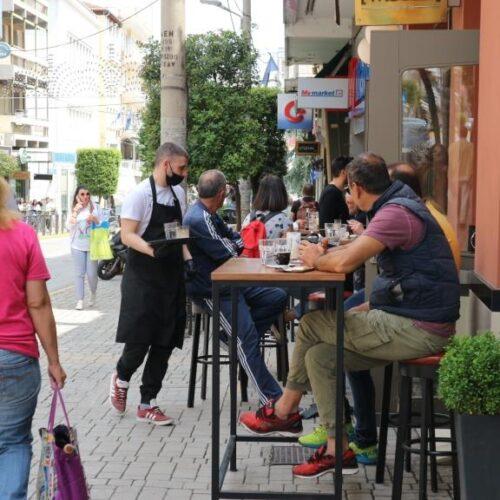 Άνοιξαν οι καφετέριες στη Βέροια. Ο κόσμος ανταποκρίθηκε