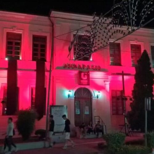 Ο Δήμος Βέροιας τιμά και θυμίζει την Ποντιακή Γενοκτονία φωτίζοντας κόκκινο το Δημαρχείο