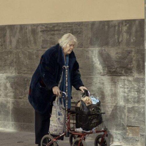 Το πείραμα απέτυχε στη Σουηδία: Άνθρωποι πεθαίνουν αβοήθητοι στα γηροκομεία