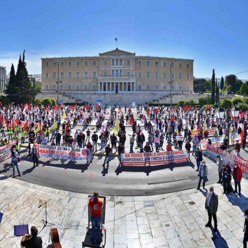 """ΠΑΜΕ: 1η Μάη 2020 - """"Nα μην πληρώσει ξανά ο λαός"""", το μήνυμα από το Σύνταγμα"""