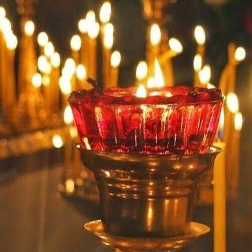 Κορωνοϊός: Επιστολή αναγνώστριας για το αδιαχώρητο στις εκκλησίες