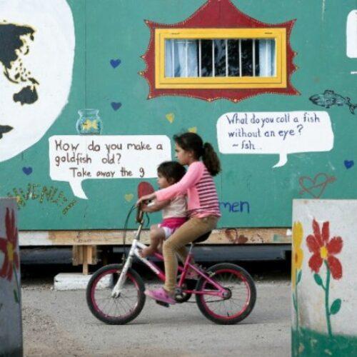 """Προσφυγόπουλο στην Κοζάνη """"ζήλεψε"""" ένα ποδήλατο και μία 10χρονη της χάρισε το δικό της"""