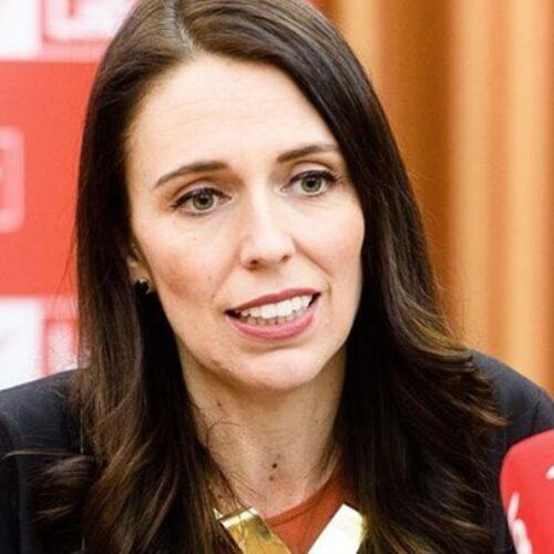 Νέα Ζηλανδία: Περιχαρής η πρωθυπουργός ανακοίνωσε την εξάλειψη του κορωνοϊού (video)