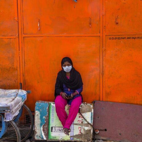 """Έκρηξη ακραίας φτώχειας μετά την πανδημία - Τεράστια πλήθη πεινασμένων """"γεννούν"""" οι καραντίνες στα φτωχότερα κράτη"""