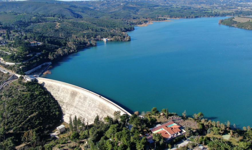 Αιφνιδιαστικά η κυβέρνηση εκχωρεί το 80% των αποθεμάτων νερού της ...