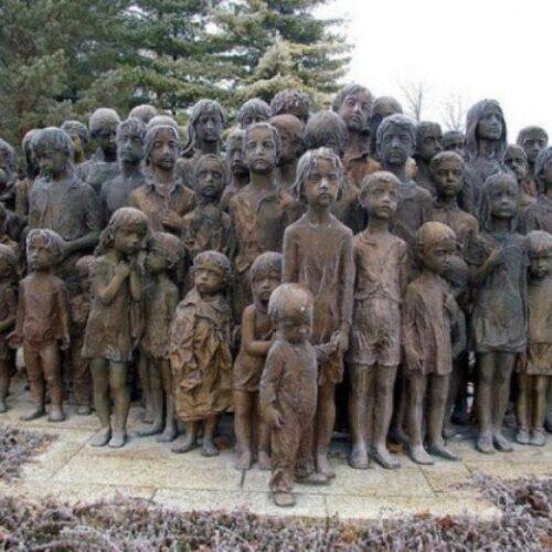 """""""Η μεγάλη σφαγή των ναζί στο χωρίο Lidice"""" γράφει ο Λάμπρος Τόκας"""