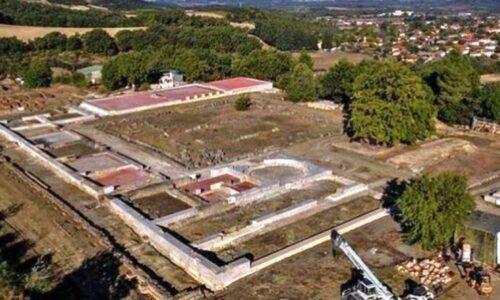 Γιατροί και ασθενοφόρο του Νοσοκομείου Βέροιας στον Αρχαιολογικό χώρο της Βεργίνας