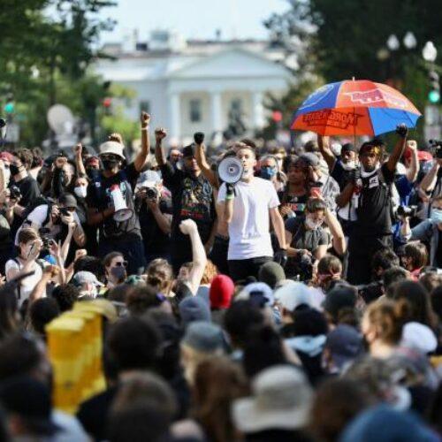 HΠΑ: Ένας ακόμα νεκρός στη Ν. Υόρκη, χιλιάδες διαδηλωτές στον Λευκό Οίκο (videos)