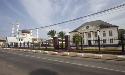 """""""Κύμα ανακύκλωσης"""" στη Κατερίνη - Ταξιδιωτικές εντυπώσεις από το Σουρινάμ. Δυο θέματα στην εκπομπή """"μια φωτογραφία μια ιστορία"""" της Pella TV"""