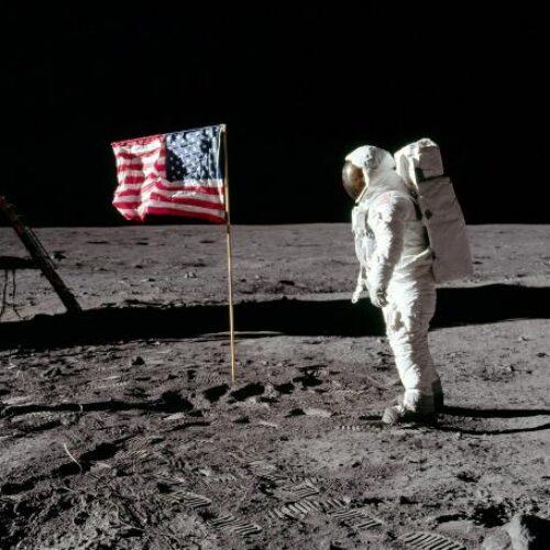 Η προσεδάφιση ανθρώπου στη Σελήνη πενηνταένα χρόνια πριν