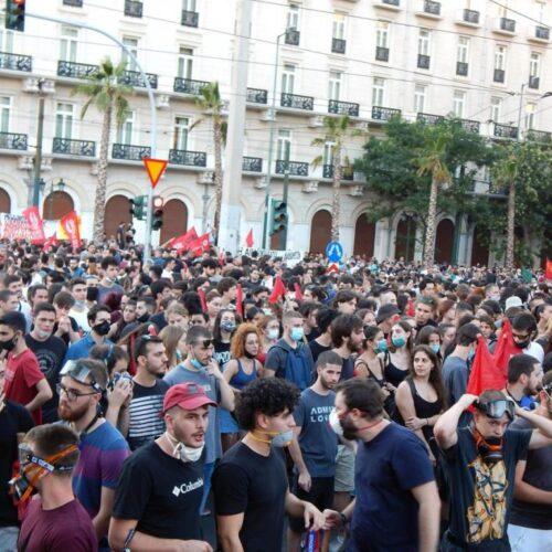 Νόμος κατά διαδηλώσεων: Ψηφίστηκε στα έδρανα, αποδοκιμάστηκε μαζικά στους δρόμους (photos/videos)