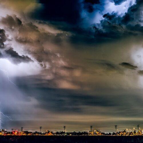 ΕΜΥ: Πτώση της θερμοκρασίας από αύριο Σάββατο, με κατά τόπους ισχυρές καταιγίδες