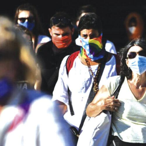 Καμπανάκι κινδύνου από τον ΠΟΥ: Ασυμπτωματικοί και κύριοι μεταδότες του ιού οι νέοι 20-40 ετών