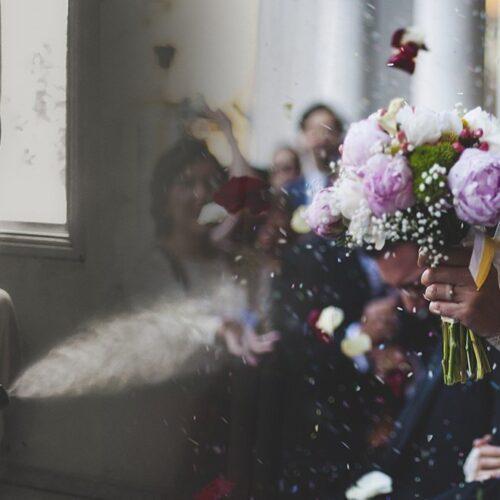 Κορωνοϊός: Νέα μέτρα για γάμους, βαφτίσεις - Πρόστιμα 150 ευρώ στους παρευρισκόμενους