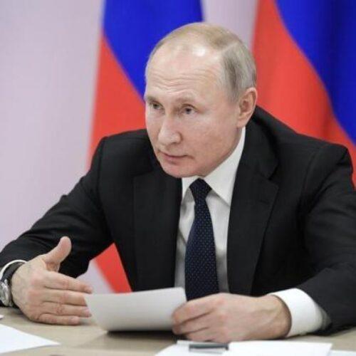 Ο Πούτιν ανακοίνωσε πως εγκρίθηκε το πρώτο εμβόλιο για τον κορωνοϊό