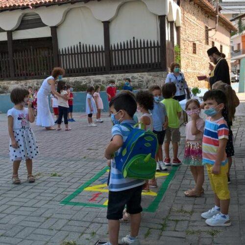 Άνοιξαν τα σχολεία στη Βέροια - Περιμένοντας τον Αγιασμό