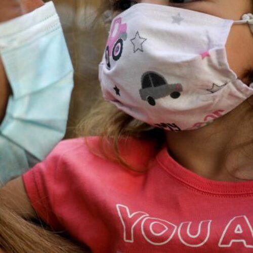 Χαμός στα social media με τις μάσκες που μοιράστηκαν στους μαθητές (photos)