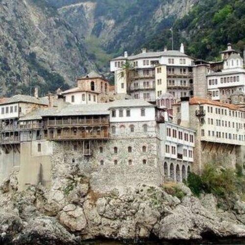 """Κορωνοϊός - Άγιο Όρος: Άπραγος έφυγε ο Σωτήρης Τσιόδρας, ούτε να ακούσουν για """"λουκέτο"""" οι μοναχοί"""