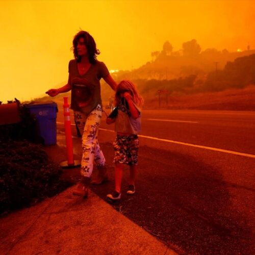 ΗΠΑ: Στο έλεος της φωτιάς η Καλιφόρνια   - Μισό εκατ. άνθρωποι εγκατέλειψαν τα σπίτια τους