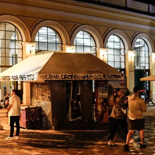 """""""Ξενύχτια στις πλατείες"""" γράφει ο Νότης Μαυρουδής"""