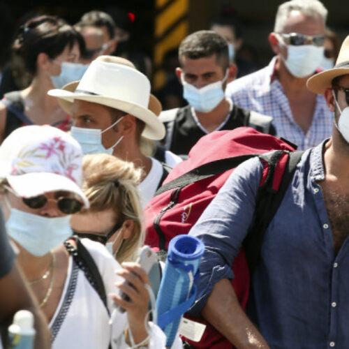 Επιστήμονες καταρρίπτουν όλα τα fake news για τη χρήση μάσκας