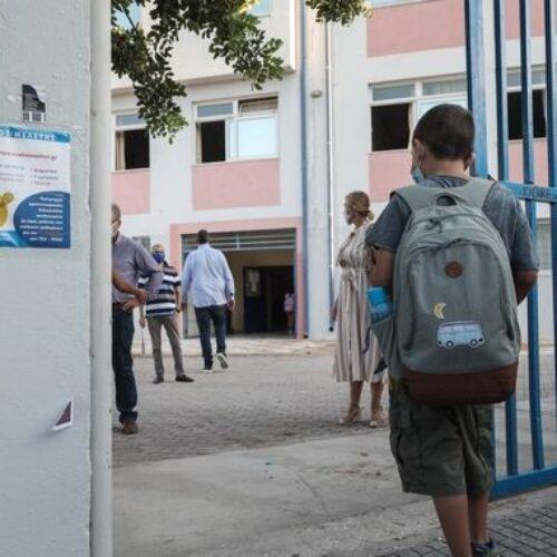 Λάθος σε τεστ μαθητή που τελικά βγήκε θετικός - Οι οδηγίες του ΕΟΔΥ για τα σχολεία - Αυτά που έχουν κλείσει