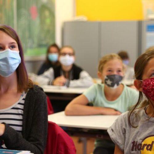 Kορονοϊός - Έρευνα: Τα μισά από τα σχολεία που έκλεισαν θα ήταν ανοιχτά αν υπήρχαν 15 μαθητές ανά τάξη