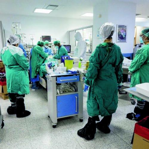Κορωνοϊός: Εφιάλτης με 63 ακόμα θανάτους και 443 διασωληνωμένους - 2.422 νέα κρούσματα