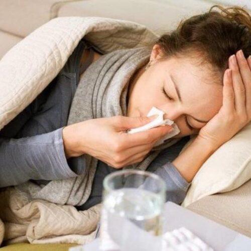 Ξυπνάτε με καταρροή ή βουλωμένη μύτη; Δείτε τι φταίει!
