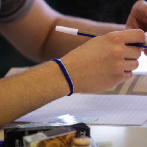 """Πανελλήνιες εξετάσεις: To lockdown και η τηλεκπαίδευση φέρνει μείωση στην εξεταστέα ύλη, αλλά και """"Τράπεζα Θεμάτων"""""""