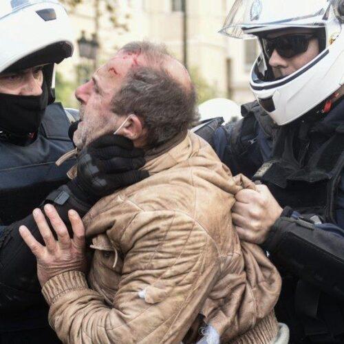 Επέτειος Πολυτεχνείου: Όργιο αστυνομικής βίας σε βάρος διαδηλωτών του ΚΚΕ που τηρούσαν τα μέτρα προστασίας