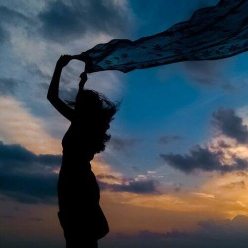 """Νγκούγκι γουά Θιόνγκο """"Η Αυγή του Σκότους"""" - Ποίημα αφρικανού ποιητή για την πανδημία"""