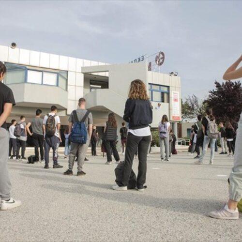 """Ε' ΕΛΜΕ Θεσσαλονίκης: """"Ανοικτά σχολεία: 15 μαθητές στο τμήμα, μέτρα προστασίας και εκ περιτροπής λειτουργία"""""""