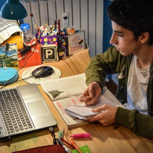 Τηλεκπαίδευση από Δευτέρα, 9 Νοεμβρίου σε Γυμνάσια και Λύκεια - Τι πρέπει να γνωρίζουν γονείς και μαθητές