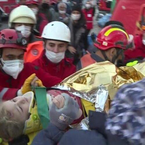 Τουρκία: 76 οι νεκροί του σεισμού - Συγκλονίζουν 3χρονη και 14χρονη που ανασύρθηκαν ζωντανές (videos)