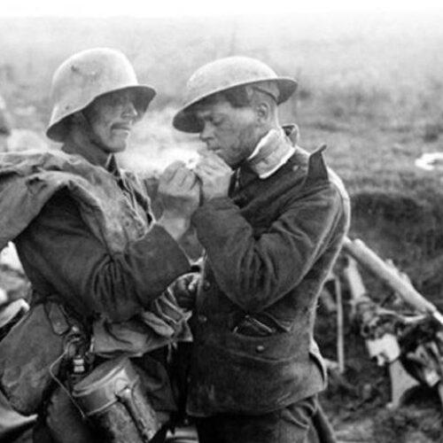Πρώτος Παγκόσμιος πόλεμος: Η ανακωχή των Χριστουγέννων στο Δυτικό Μέτωπο - Για μια μέρα οι εχθροί έγιναν φίλοι