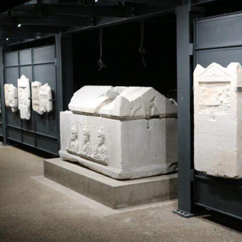 Φωτίστηκε ο Τοίχος της Μνήμης στο Αρχαιολογικό Μουσείο Βέροιας από την ΕΦΑ Ημαθίας