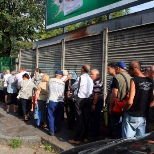 Ιταλία: Ουρές στο Μιλάνο έξω από τράπεζες τροφίμων