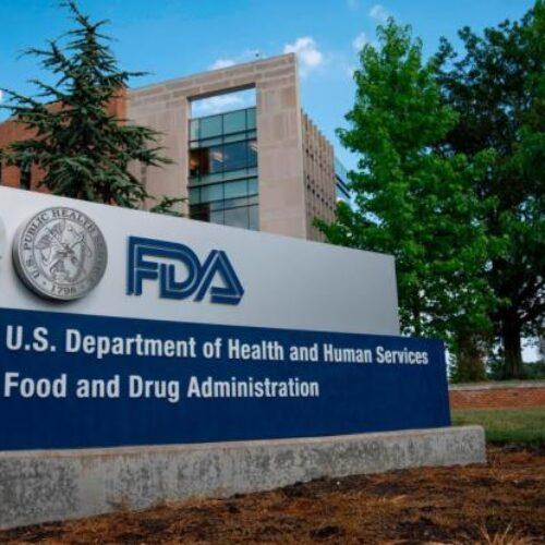 Ο προσωπάρχης του Τραμπ απαίτησε από τον επικεφαλής της FDA να δώσει άδεια για το εμβόλιο της Pfizer / BioNTech ή να παραιτηθεί