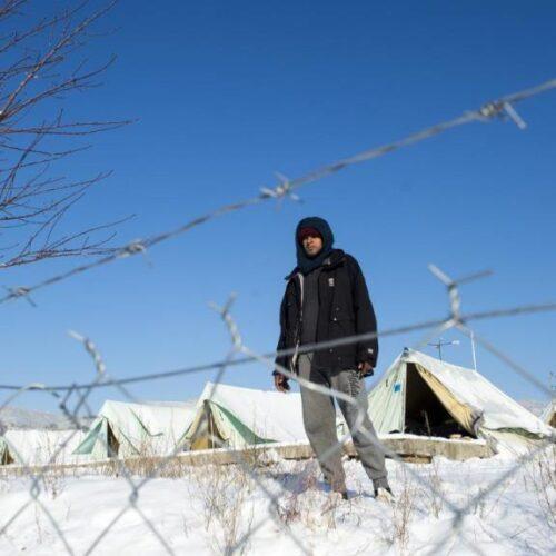 «Στον πάγο» μπήκαν χιλιάδες πρόσφυγες και μετανάστες