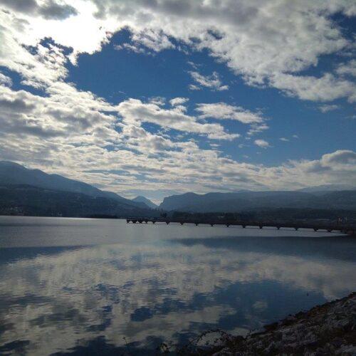 """Παγώνοντας το χρόνο: """"Με το γαλάζιο τ' ουρανού και του ασημιού της λίμνης"""""""