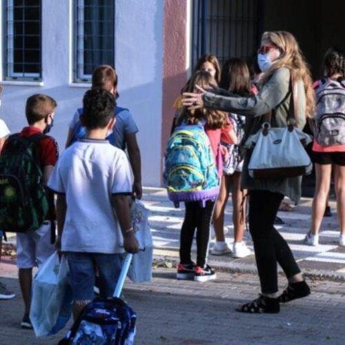 Όλα κλειστά πάλι και τα σχολεία ανοιχτά με 25 μαθητές στην τάξη;