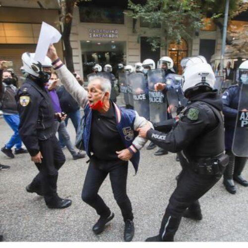 Ρεπορτάζ Politico: Η αστυνομική βία στα ύψη στην Ελλάδα του lockdown