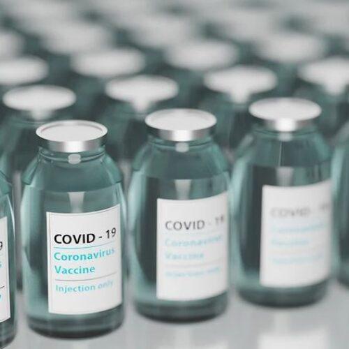 """""""Να ερευνηθούν οι θάνατοι μετά το εμβόλιο - Καμία νομική ασυλία για τις πολυεθνικές"""" γράφει ο Νότης Μαριάς"""