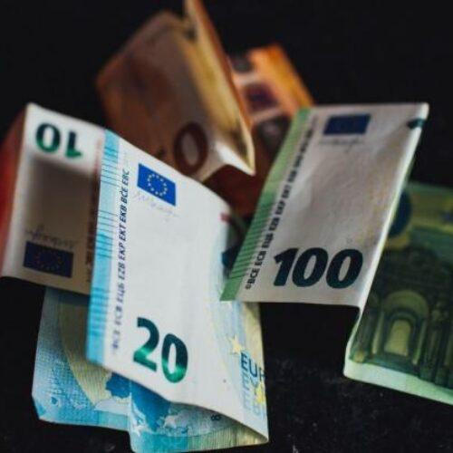 Αλλαγές σε εισφορές: Μεγάλοι κερδισμένοι εργοδότες και εισοδηματίες, ψίχουλα σε μισθωτούς