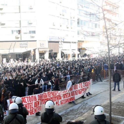 Θεσσαλονίκη: Μαζικό συλλαλητήριο συμπαράστασης στους 31 συλληφθέντες φοιτητές