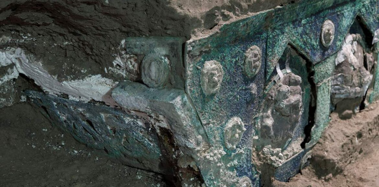 Πομπηία: Στο «φως» σχεδόν άθικτο ρωμαϊκό άρμα