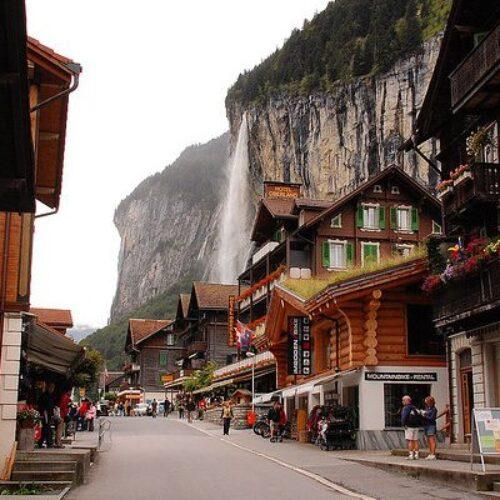 Lauterbrunnen: Ένα εκπληκτικής ομορφιάς χωριό στις Ελβετικές Άλπεις