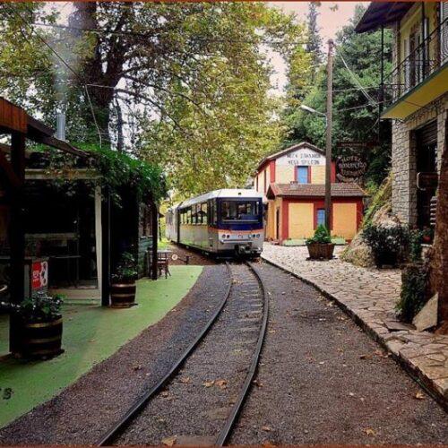 Ζαχλωρού: Ένα χωριουδάκι - κόσμημα και ένα τρένο που κάνει κάθε μέρα την ομορφότερη διαδρομή